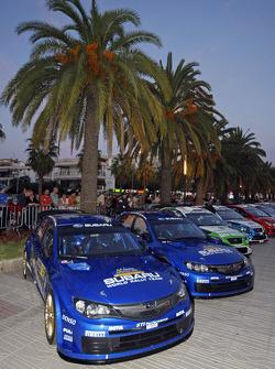 Les Subaru avant la cérémonie de départ