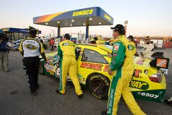 La voiture du vainqueur Tony Stewart au garage