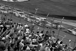 Dale Earnhardt Jr prend la première place