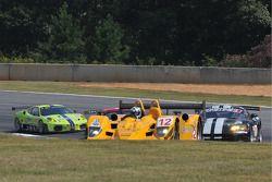 #12 Autocon Motorsports Lola B06/10 AER: Chris McMurry, Tony Burgess, Bryan Williams suivie par des