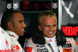 Хейкки Ковалайнен, McLaren Mercedes и Льюис Хэмилтон, McLaren Mercedes