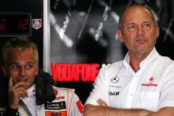 Хейкки Ковалайнен, McLaren Mercedes, и руководитель команды McLaren Рон Деннис