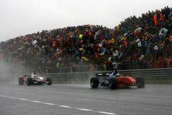 Adrian Zaugg, pilote A1 Team South Africa leds Fabio Onidi , pilote A1 Team Italy