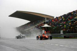 Jeroen Bleekemolen, driver of A1 Team Netherlands leads Earl Bamber, driver of A1 Team New Zealand