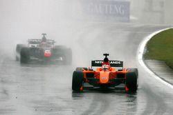 Jeroen Bleekemolen, driver of A1 Team Netherlands leads Loic Duval, driver of A1 Team France