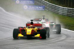 Ho Pin Tung, pilote A1 Team China devant Fabio Onidi , pilote A1 Team Italy