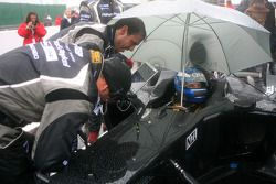 Earl Bamber, driver of A1 Team New Zealand on the grid