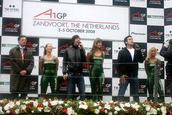 Dutch pop singers Nick & Simon singing the Dutch national anthem with Dutch prime minister Jan-Peter Balkenende