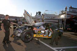 La voiture de Bryan Silas de retour au garage