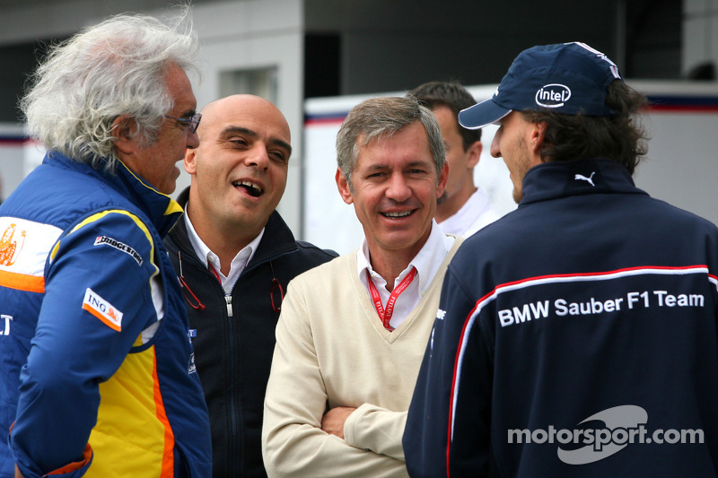 Flavio Briatore, Renault F1 Team, Team Chief, Managing Director, Robert Kubica, BMW Sauber F1 Team a