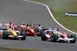 Jarno Trulli, Toyota Racing, TF108, Nelson A. Piquet, Renault F1 Team, R28
