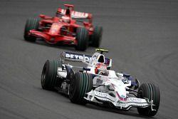 Robert Kubica, BMW Sauber F1 Team, F1.08 leads Kimi Raikkonen, Scuderia Ferrari, F2008