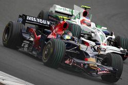 Sebastian Vettel, Scuderia Toro Rosso, STR03 devant Rubens Barrichello, Honda Racing F1 Team, RA108