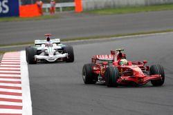 Felipe Massa, Scuderia Ferrari, F2008 devant Jenson Button, Honda Racing F1 Team, RA108
