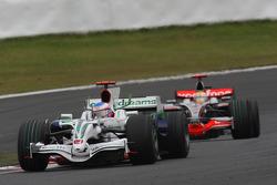 Дженсон Баттон, Honda Racing F1 Team, RA108 и Льюис Хэмилтон, McLaren Mercedes, MP4-23
