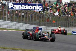 Sébastien Bourdais, Scuderia Toro Rosso, STR03 y Felipe Massa, Scuderia Ferrari, F2008