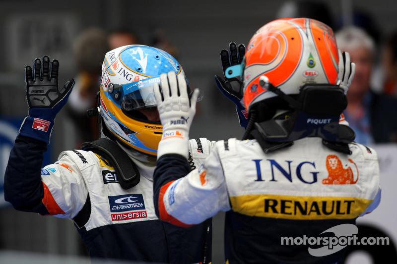 Ganador de la carrera Fernando Alonso celebra con Nelson A. Piquet