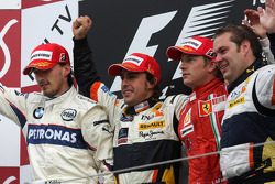 Podium: race winner Fernando Alonso, second place Robert Kubica, third place Kimi Raikkonen