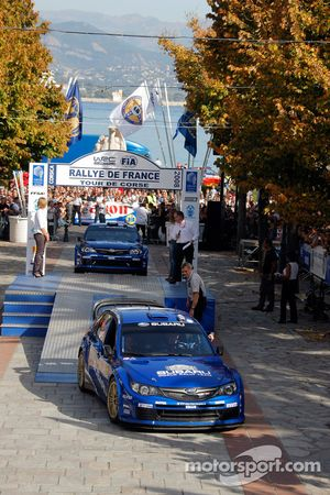 Podium: Petter Solberg et Phil Mills, Subaru World Rally Team, Subaru Impreza WRC