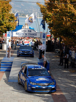 Podium: Petter Solberg et Phil Mills, Subaru World Rally Team, Subaru Impreza WRC