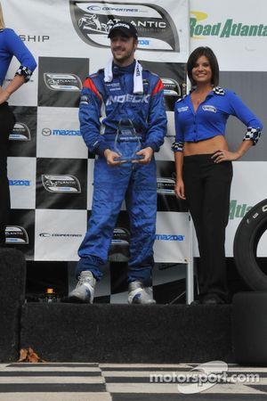 James Hinchcliffe reçoit le trophée pour sa troisième place