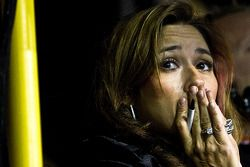 Kim Burton watches nervously as her husband, Jeff Burton, holds on to the lead