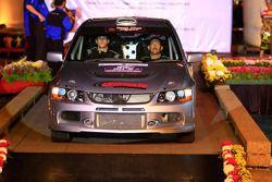 Mark Tapper et son copilote Jeff Judd, au volant d'une Mitsubishi Lancer Evo 9 pour Reece Jones Rallisport