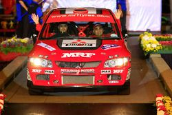 Gauray Gill et son copilote Jagdev Singh, au volant d'une Mitsubishi Lancer Evo 9 pour MRF Tyres Rally Team