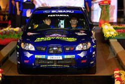 Rifat Sungkar et son copilote Bill Hayes, au volant d'une Subaru Impreza WRX pour Motor Image Rally Team