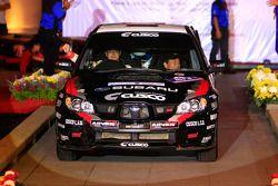 Hiroshi Yanagisawa et son copilote Yoshimasa, au volant d'une Subaru Impreza WRX pour Nakahara Cusco