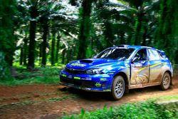 Takuma Karmada et son copilote Naoki Kase, au volant d'une Subaru Impreza WRX pour Subaru Team Arai
