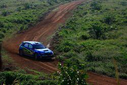 Toshiro Arai et son copilote Glenn Macneall, au volant d'une Subaru Impreza WRX pour Motor Image Rally Team