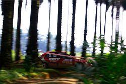 Scott Pedder et son copilote Glen Weston, au volant d'une Mitsubishi Lancer Evo 9 pour MRF Tyres Rally Team