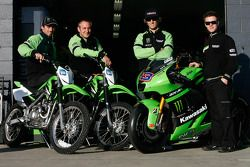 Энтони Уэст, Джон Хопкинс и Майкл Бартолеми пробуют Kawasaki's KLX140