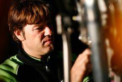Miembro del equipo de Kawasaki en el trabajo