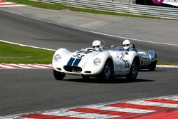 #33 Andrew Baber et Mark Davis, Lister-Jaguar Knobbly ; #11 Chris Philips, et Richard Hall, Lola MkI Prototype