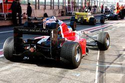 #1 Klaas Zwart, Benetton B197, et #8 Chris Woodhouse, Lola T90/50