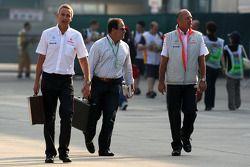 Мартин Уитмарш, McLaren, и руководитель команды McLaren Рон Деннис