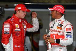 Ganador de la pole position Lewis Hamilton, segundo Kimi Raikkonen