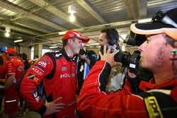 Garth Tander prend la pole position de la Bathurst 1000 avec son coéquipier Mark Skaife (Toll Holden