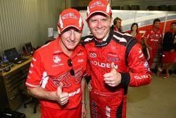 Garth Tander prend la pole position de la Bathurst 1000 avec son coéquipier Mark Skaife (Toll Holden Racing Team Commodore VE)