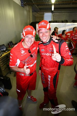 Garth Tander prend la pole position de la Bathurst 1000 avec son coéquipier Mark Skaife (Toll Holden Racing Team Commodore VE)