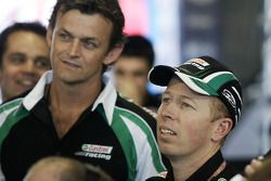 Steven Richards et l'ancien gardien de cricket australien Adam Gilchrist