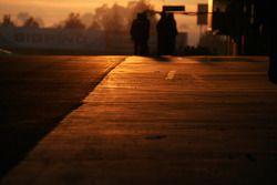 Levé de soleil en cette journée de course au Mont Panorama