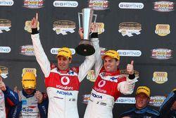 Craig Lowndes et Jamie Whincup gagnent une course historique à Barthurst 1000 pour la troisième année de participation