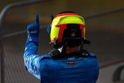 Roldan Rodriguez célèbre sa victoire