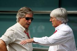 Alan Woollard, Bernie Ecclestone, Presidente y Director General de administración de Fórmula 1