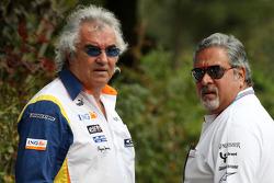 Flavio Briatore, Renault F1 Team, jefe del equipo, Gerente Director y Vijay Mallya, Force India F1 Team, propietario y director de Kingfisher
