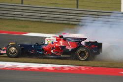 Sébastien Bourdais Scuderia Toro Rosso y Jarno Trulli, Toyota Racing, TF108 se estrella en el inicio