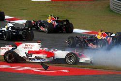 Авария на старте: Ярно Трулли, Toyota Racing, TF108